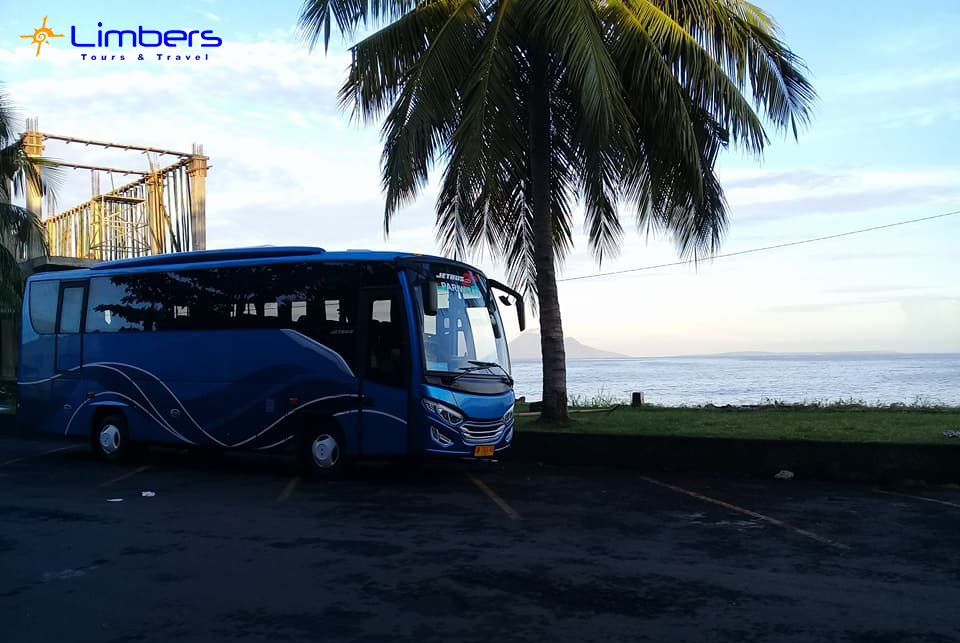 Bus 35 seats bersiap menuju Bunaken w/ rombongan Kementrian Keuangan