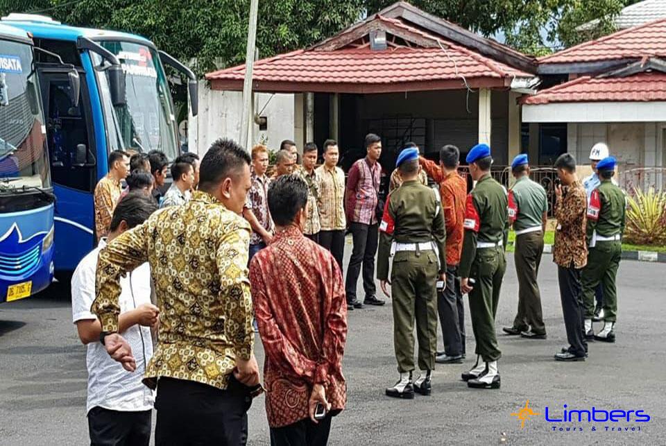 Menunggu Rombongan RI1 di Manado